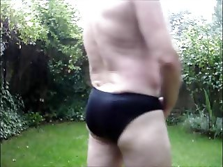 CUMMING IN THE RAIN