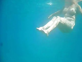 Full naked granny under the water for voyeurs