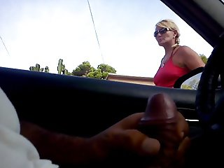 DICKFLASH MILF IN MY CAR SHE TAKE A GOOD LOOK