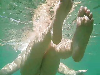 Ful naked nude MILF under the water with hairy pussy