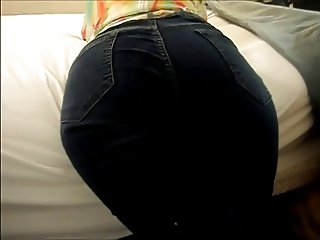 Wide booty in Jeans