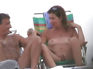 Girl talks to pal whilst being fingered on beach