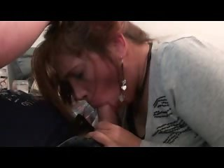 Amateur Brunette Gives Good Head