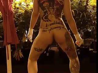 nude twerking with weed
