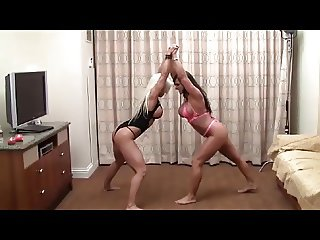 Muscle Babes Catfight
