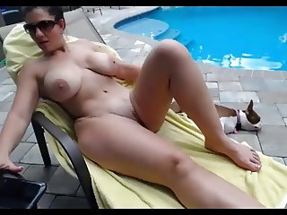 Girl whit super body , tanning nude and fuck by the pool