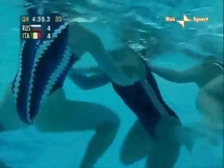 Catfight swimming match waterpolo 01