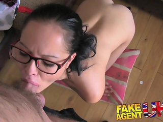 FakeAgentUK Hot babe gives great blowjob