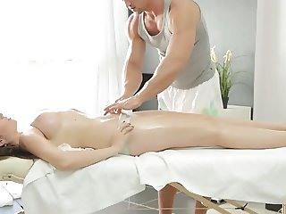 Russian Masseur Fucks His Ukrainian Client During Massage Se
