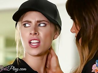 Twisyts - Anya Jaclyn - Mom Knows Best