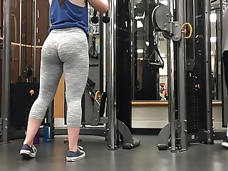 Two incredible white gym pawg sisters!! (HUGE ASS)