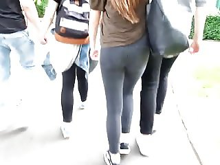 SWEET TIGHT CANDID TEEN ASS IN JEANS AT A THEME PARK