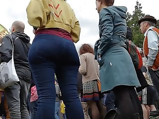 Festival Bubble Butt Arse in Tight Jeans Dancing