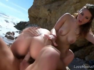 Lucky Guy Fucks Two Hot Babes At Beach