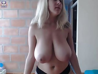 Big natural tits blonde webcam