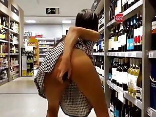 Exhibitionism and squirt at supermarket