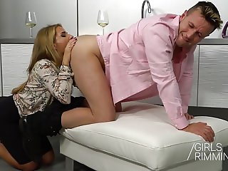 Family Rimjob - GIRLSRIMMING  : The Wife