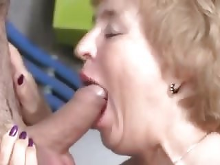 Granny loves that succulent sexy sausage
