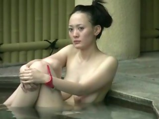 peeking for the hot Japanese milf
