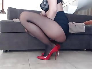 Shoe and pantyhose squirt