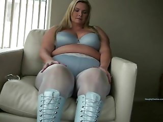Blonde PAWG in sexy blue boots