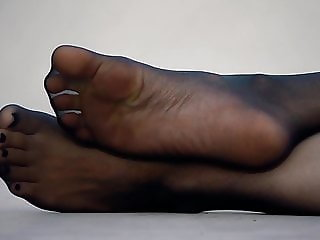 Feet 039 - Nylon Pantyhose Sole Tease