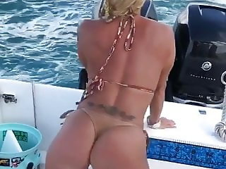 Kitty the boat Milf+mom of 2 shakes her ass like a porn slut