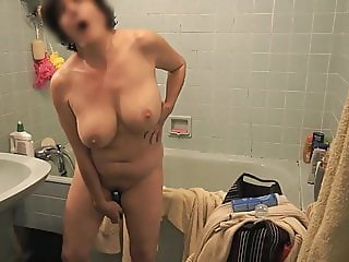 Mature Isavene hot orgasm
