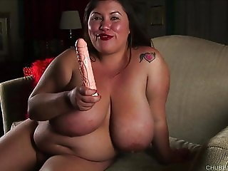 Super sexy BBW talks dirty & fucks her juicy fat pussy
