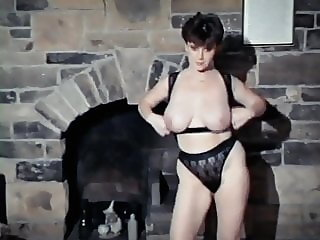 SEX MACHINE - Big bouncy British tits strip dance