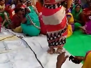 Desi Aunty dirty Dance In marriage ceremony