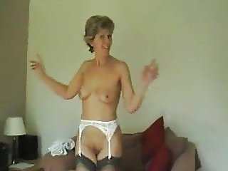 UK Sara - Saras Striptease