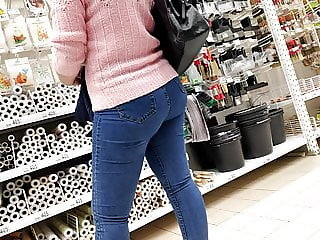 Amazing bubble butts sexy milfs in tight jeans 2