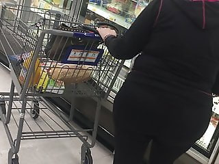 Pawg mature milf no panties on candid Pt 2