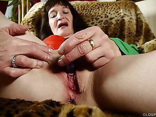 Slutty old spunker loves 2 talk dirty & fuck her juicy pussy