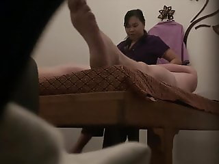 Thai mature can't resist to get fucked during massage