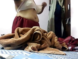 indian hot mom caught changing dress