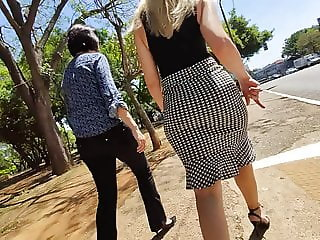 Super hot milf ass in sexy skirt high heels candid
