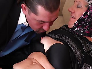 Old granny fucked by younger daddy