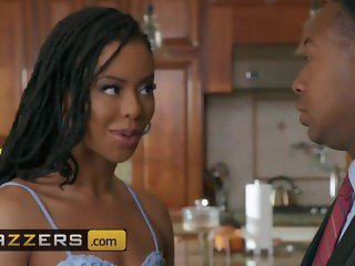 Brazzers - Ebony housewife Kira Noir love anal and cheating