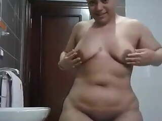 Egyptian whore show her body in the bath - Darkegy
