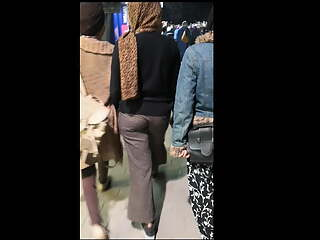 Egyptian hijab girl shaking ass in public