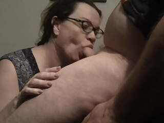 Pal's Sexy Mom Let Me Nut In Her Mouth.Hot Looking In Specs!