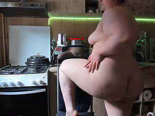 Big ass in the kitchen in quarantine
