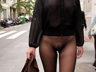 No skirt seamless pantyhose in public