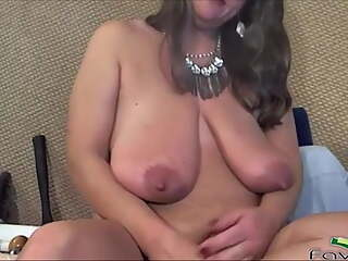 Dirty talking mature goddess with long pussy lips
