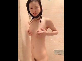 Gorgeous Chinese girl playing with herself masturbation
