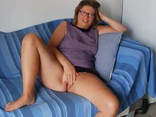 Mature French Spread and Pussy Playing