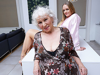Grandma Gets Her Pussy Eaten By Horny Teen - MatureNL