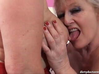 2 quality mature ladies in FFM action #1